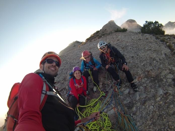 en la cima de la Gorra Marinera! Dos cordadas escalando en equipo :-)